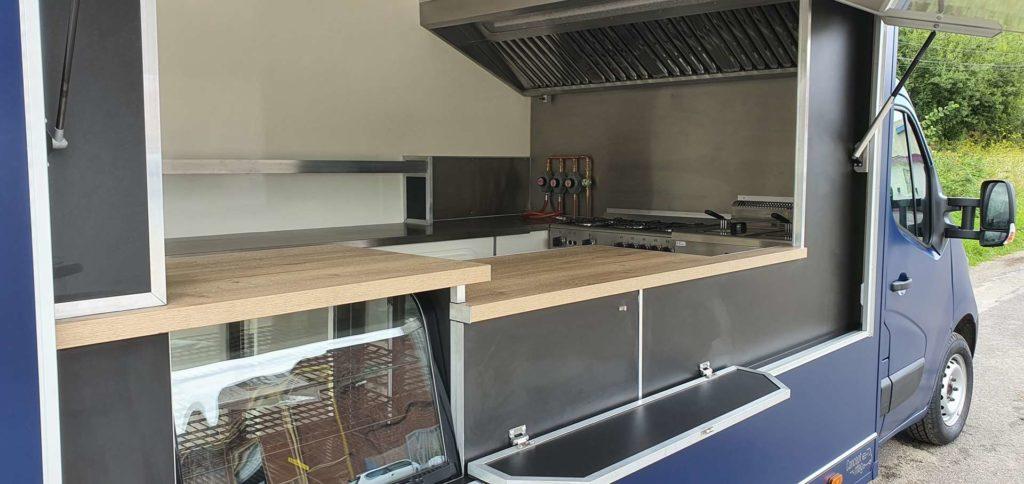 Réalisation food truck reconditionné L cuisine bistrot